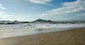 Pantai Batu Payung, Pantai Indah dengan Panorama Sunset yang Eksotis di Bengkayang
