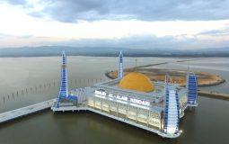 Cantiknya Masjid Al-Alam, Masjid Terapung di Tengah Teluk Kendari